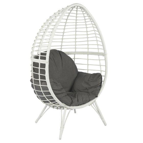 Chaise-lounge-en-résine-tressée-blanche